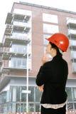 Durchdachter weiblicher Architekt Lizenzfreies Stockfoto