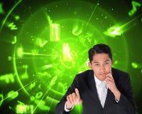 Durchdachtes asiatisches Geschäftsmannzeigen Stockfoto