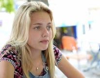 Durchdachtes blondes Mädchen Stockbild