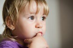 Durchdachtes Kind Lizenzfreies Stockfoto