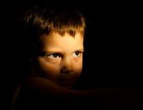 Durchdachtes Kindportrait lizenzfreies stockbild