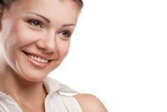 Durchdachtes lächelndes Geschäftsfrauportrait lizenzfreies stockfoto
