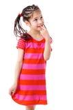Durchdachtes Mädchen im rosafarbenen Kleid Lizenzfreies Stockfoto