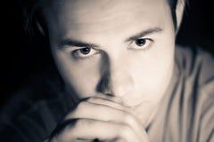Durchdachtes männliches Portrait Stockbilder