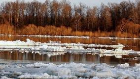 durcheinander Eisgang auf Fluss Eis schwimmt Frühling oder frühen Winter stock video footage