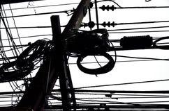 Durcheinanderdraht auf electrictity Posten Stockbilder