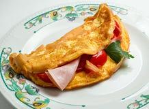 Durcheinandergemischte Eier mit Gemüse Stockfoto