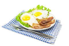 Durcheinandergemischte Eier mit Speck Stockfotos