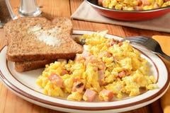 Durcheinandergemischte Eier und Toast Lizenzfreies Stockbild