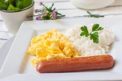 Durcheinandergemischte Eier zum Frühstück stockfotografie