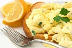 Durcheinandergemischtes Ei-Frühstück Stockfoto