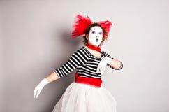 Durchführende Straßenkünstler, Pantomime in April Fools Day Lizenzfreie Stockfotografie