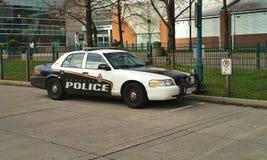Durchfahrt-Polizeiwagen lizenzfreie stockbilder
