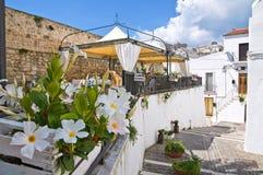 Durchgang. Monte Sant ' Angelo. Puglia. Italien. lizenzfreie stockbilder