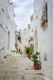 Durchgang in Ostuni, Puglia, Italien Lizenzfreie Stockfotografie