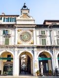Durchgang in Torre-engem Tal 'Orologio auf Marktplatz-Loggia stockfotos