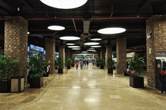 Durchgang zum Einkaufszentrum Lizenzfreie Stockbilder