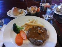 Durchgebratenes Steak Stockbilder