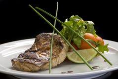 Durchgebratenes Steak mit suace und vagetables Nahrungsmittelfoto f?r Restaurantmen? lizenzfreies stockbild