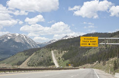 Durchgehen-LKW-Rampenzeichen Lizenzfreies Stockfoto