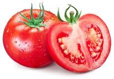 Durchlöchern Sie Tomate und Hälfte mit Wassertropfen auf ihnen Lizenzfreies Stockbild
