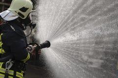 Durchnäßter Feuerwehrmann Lizenzfreie Stockfotos
