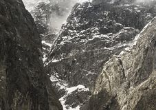 Durchtränken Sie Glazial- Polier- Klippen bei Tracy Arm, Südost-Alaska lizenzfreies stockbild