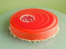 29 Durcissez avec la mousse de chocolat blanche et le lustre rouge Photo libre de droits