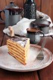 Durcissez avec le glaçage et le sucre en poudre, café, Images stock