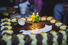 Durcit l'anniversaire avec du chocolat une crème, endroit pour le nom photographie stock