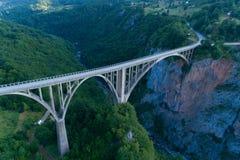 Durdevica桥梁鸟瞰图在塔拉峡谷的 库存照片