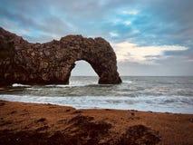 Durdle drzwi plaża z skały Zdjęcie Stock