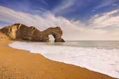 Durdle-Türbogen in Süd-England an einem sonnigen Tag Lizenzfreie Stockfotografie