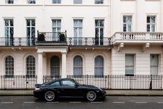Dure auto in een elegante buurt van Londen Royalty-vrije Stock Foto's