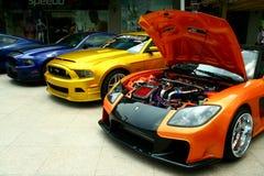 Dure en aangepaste luxe en raceauto's Stock Afbeeldingen