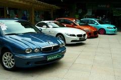 Dure en aangepaste luxe en raceauto's Stock Fotografie