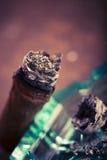 Dure hand-gerolde sigaar op een tijdjeachtergrond Royalty-vrije Stock Afbeelding