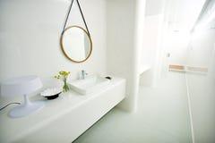 Dure witte badkamers stock foto