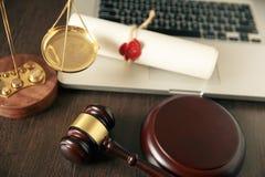 Duren de de notaris` s openbare pen en zegel op testament en zullen Notarishulpmiddelen royalty-vrije stock afbeelding