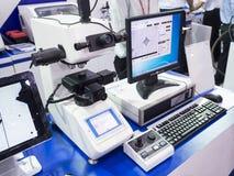 Dureté automatique d'inspection par l'appareil de contrôle de dureté de Rockwell Images libres de droits