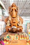 Durga Idol konstarbete, indiska hemslöjder som är ganska på Kolkata Arkivbilder