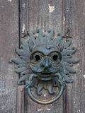 DURHAM, ΚΟΜΗΤΕΊΑ DURHAM/UK - 19 ΙΑΝΟΥΑΡΊΟΥ: Παλαιά ρόπτρα πορτών Στοκ φωτογραφία με δικαίωμα ελεύθερης χρήσης
