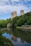 Durham domkyrka över flodkläderna Royaltyfri Foto