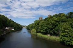 Durham domkyrka ovanför träden Arkivfoton