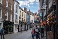 Durham Förenade kungariket - Juli 30, 2018: Shoppinggata i en cen royaltyfri bild