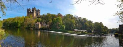Durham katedra i Rzeczna odzież w wiośnie w Durham, Anglia zdjęcia stock