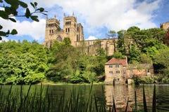 Durham-Kathedrale auf dem Fluss   Stockfoto