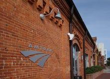 DURHAM NC/USA - 10-23-2018: Den Amtrak drevstationen nära downto royaltyfri foto
