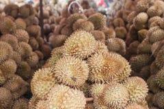 Durian in de markt Stock Afbeeldingen
