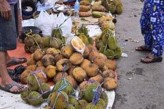 Durian in de traditionele markt royalty-vrije stock afbeeldingen
